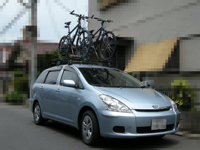 自動車に自転車を搭載、屋根に ...